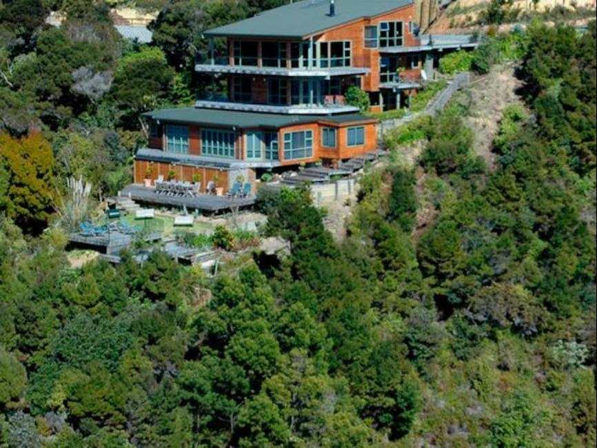 Cliff Edge By The Sea Guest Lodge