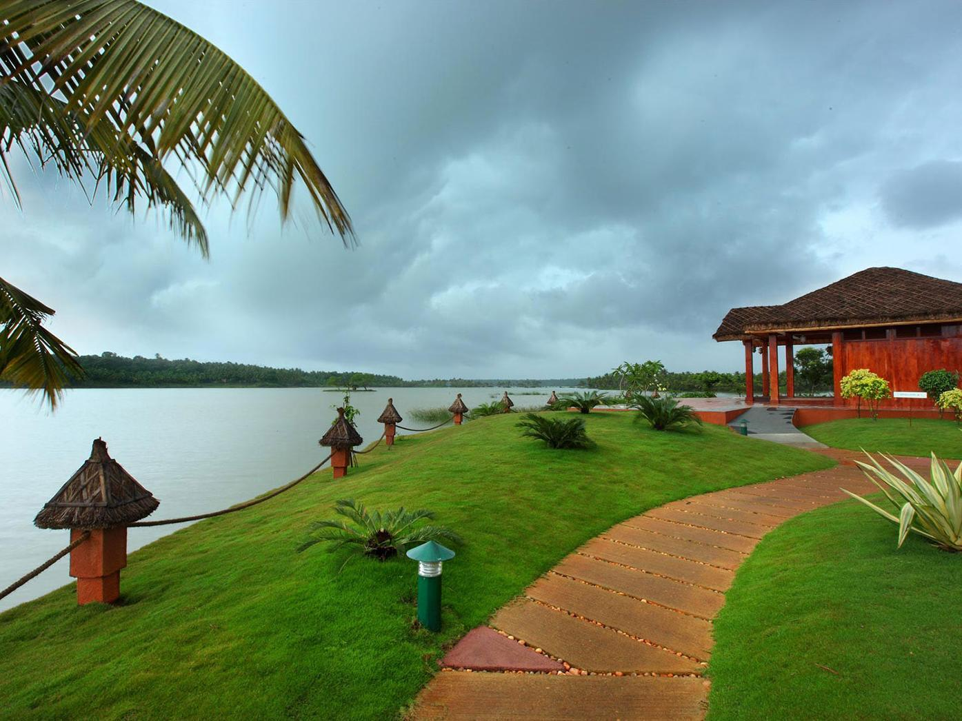 Fragrant Nature Backwater Resort And Ayurveda Spa