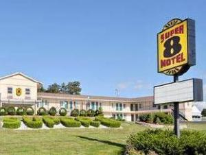 Super 8 Somerset Fall River Area Hotel