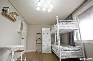 TravelHolic Guesthouse