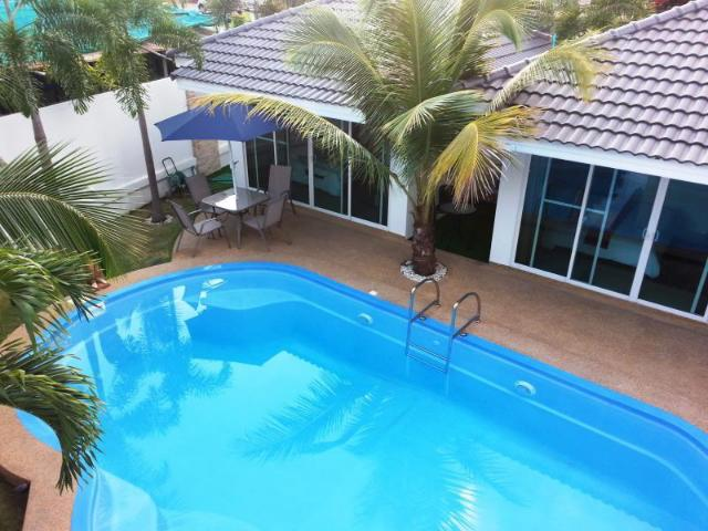 โคโค่นัท ปาล์ม บังกะโล – Coconut Palms Bungalow