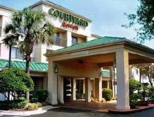 Courtyard By Marriott Tampa North Hotel