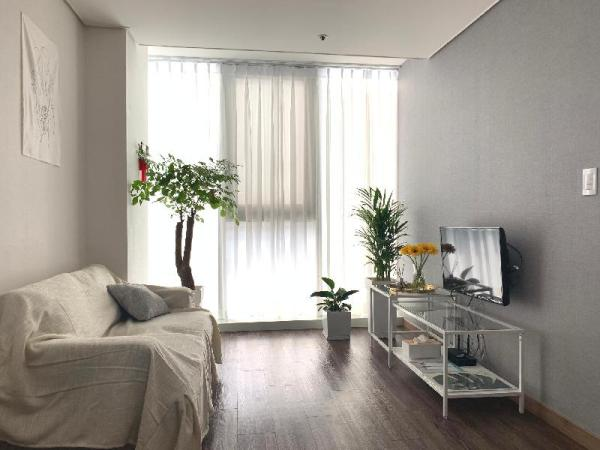 Youngs green house 1minute from Sinchon station Seoul