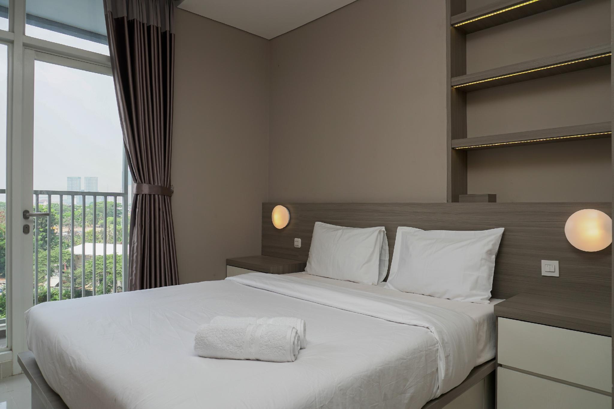Pool View Studio Apartment Ciputra International By Travelio