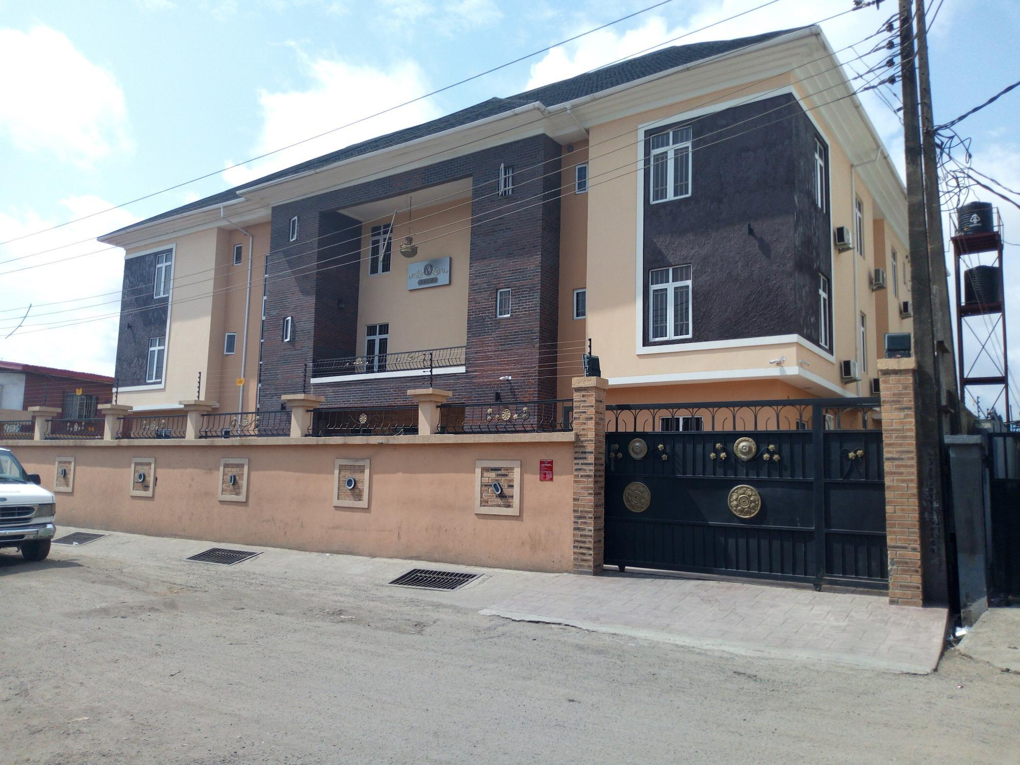 Bana Hotel And Suites