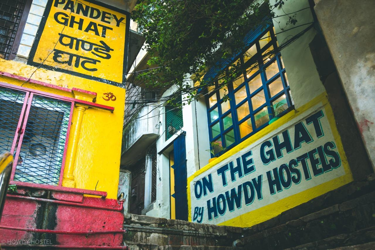 On The Ghat By Howdy Hostels