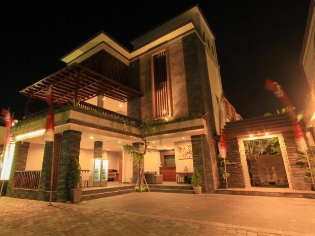Transera Kamini Legian Hotel