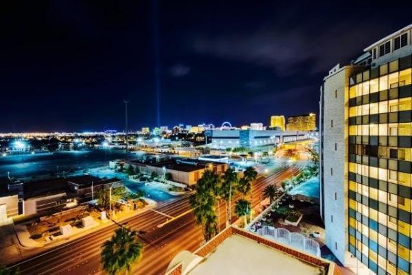 AAA 3BR 2 BATH, Convention Center Condos - Luxury Las Vegas