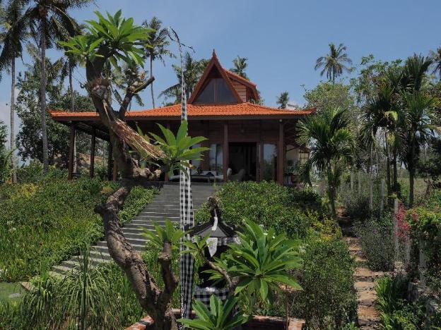 Beachfront Villa Ronggo Mayang at Balian