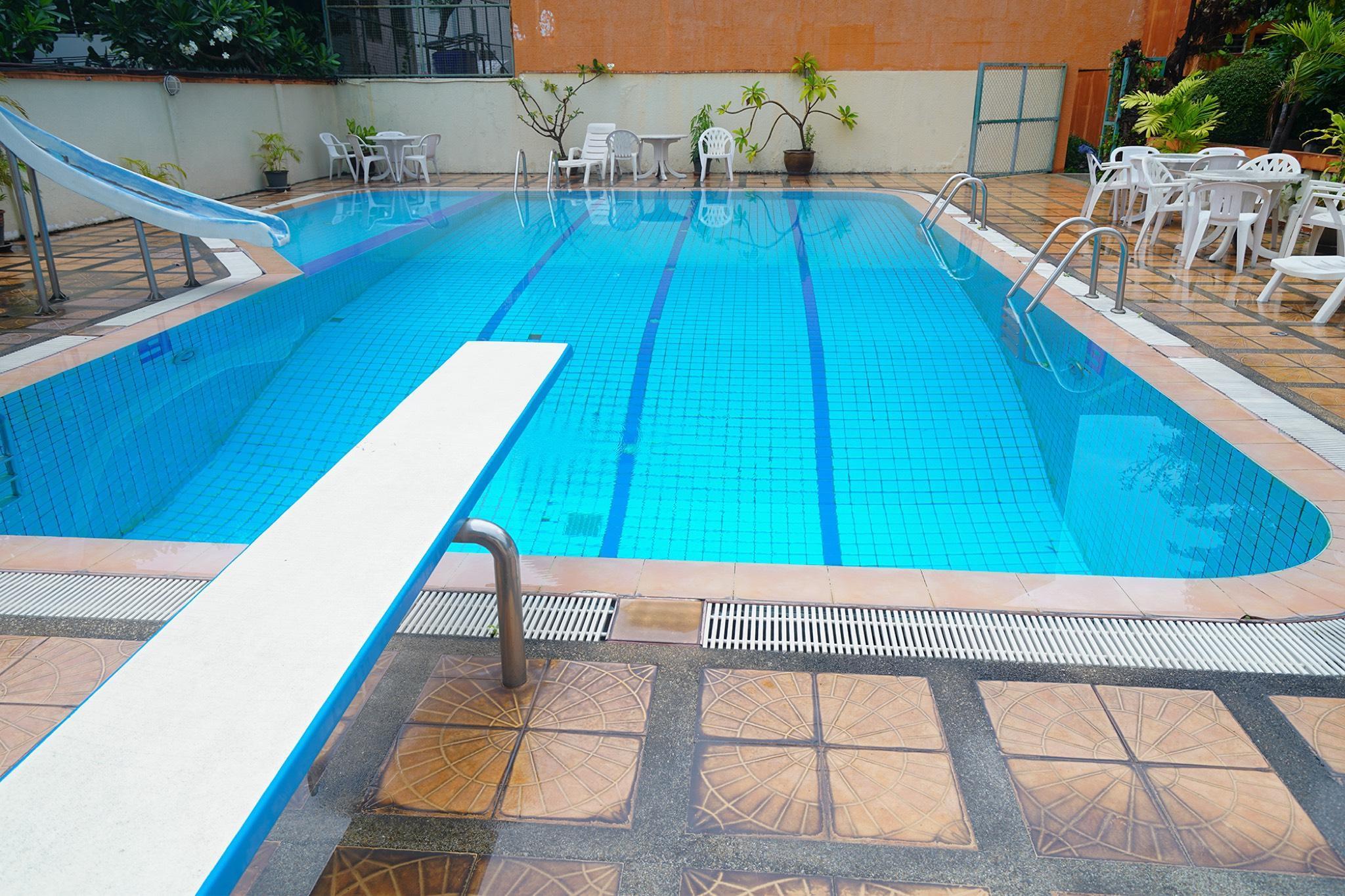 Bangkok Pool Villa Hostel Bunk Beds