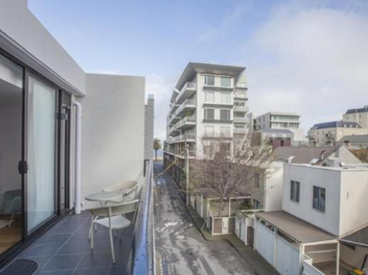 Boutique Stays - Sea Breeze, Port Melbourne Apartment