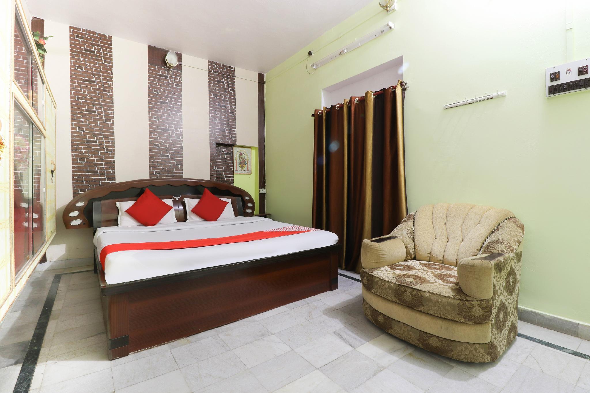 OYO 45677 Hotel Tripureshwari