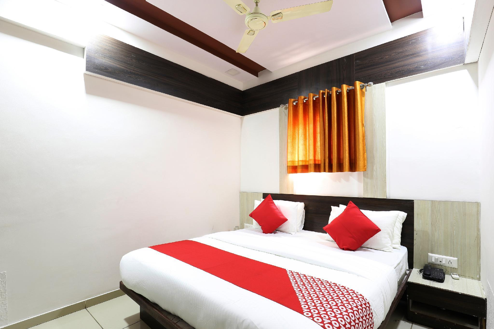 OYO 48990 Hotel Tirth Palace