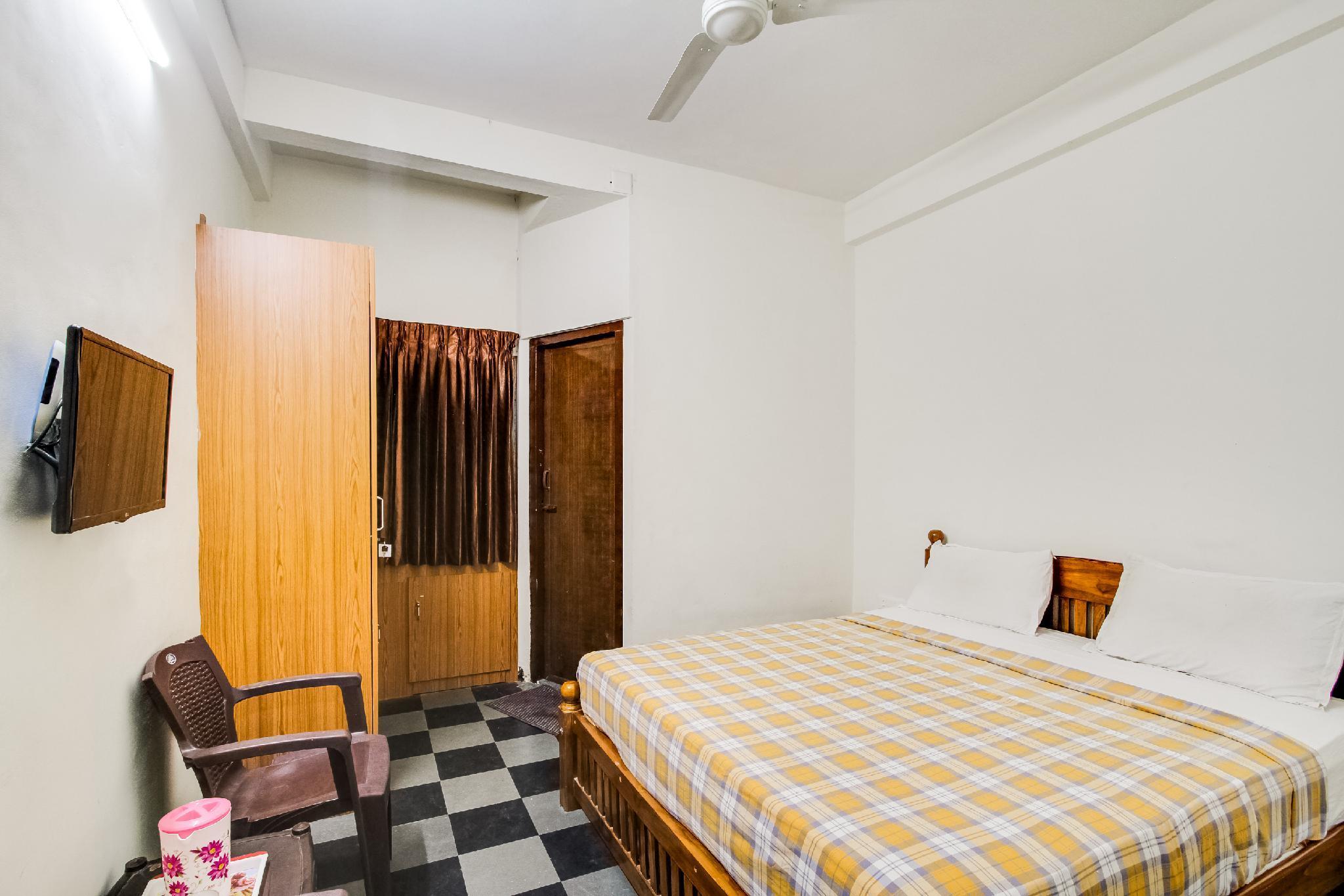 SPOT ON 47593 Sree Laxmi Inn
