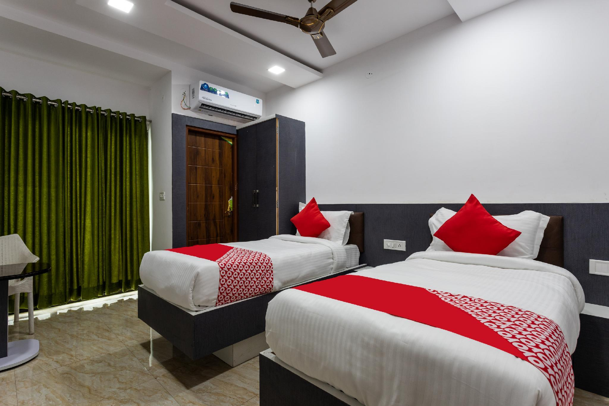 OYO 46434 Hotel VRC