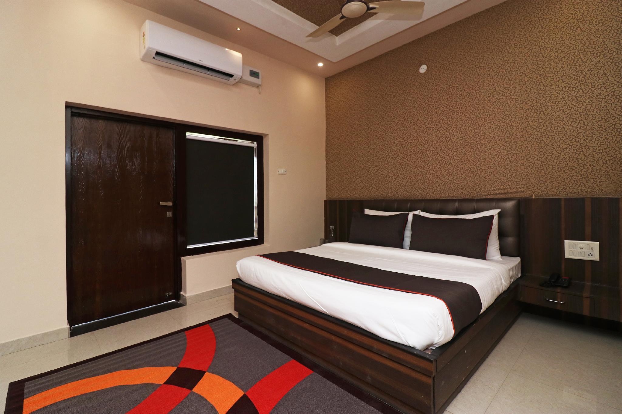 Collection O 42722 Utsav Inn