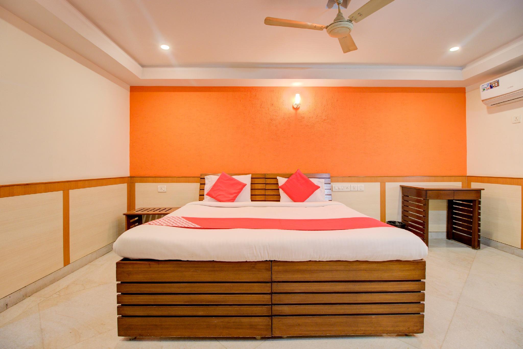 OYO 43985 Prabha Suites