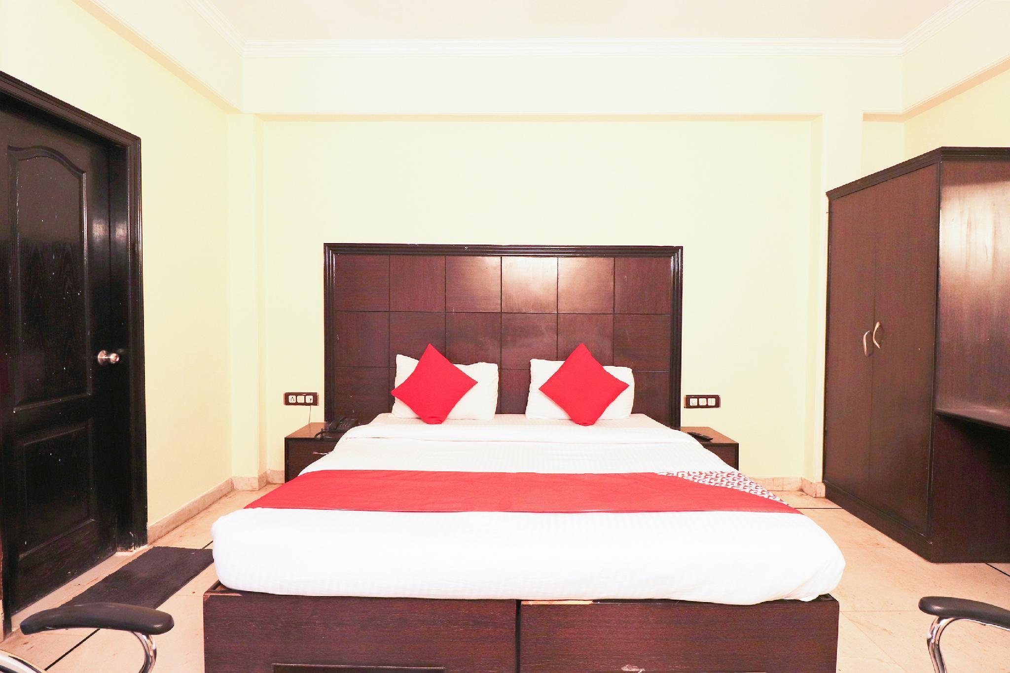 OYO 49576 Hotel Divine