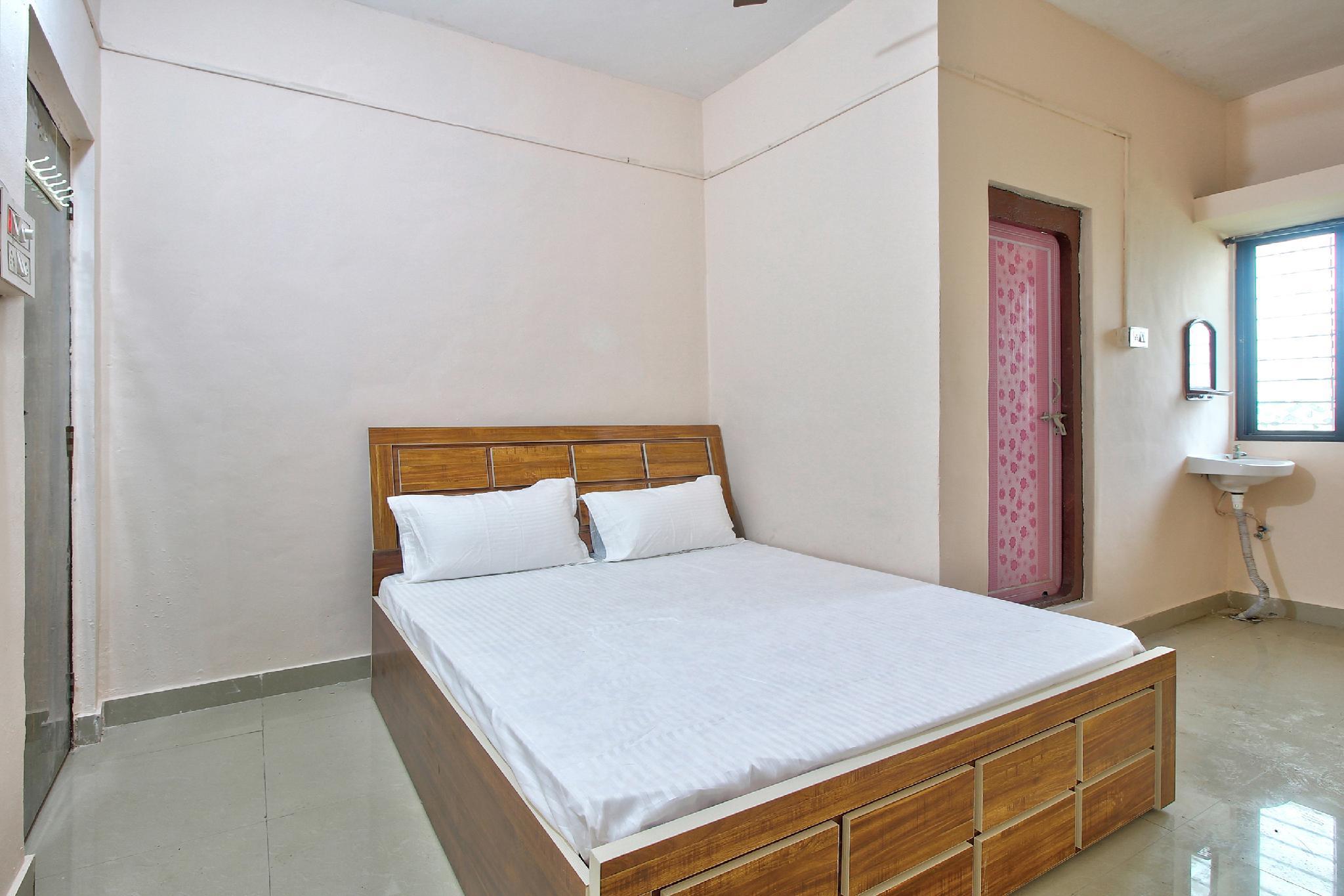 SPOT ON 43864 Shubh Ratna Lodge