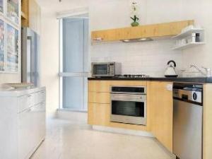Melbourne Central Apartment