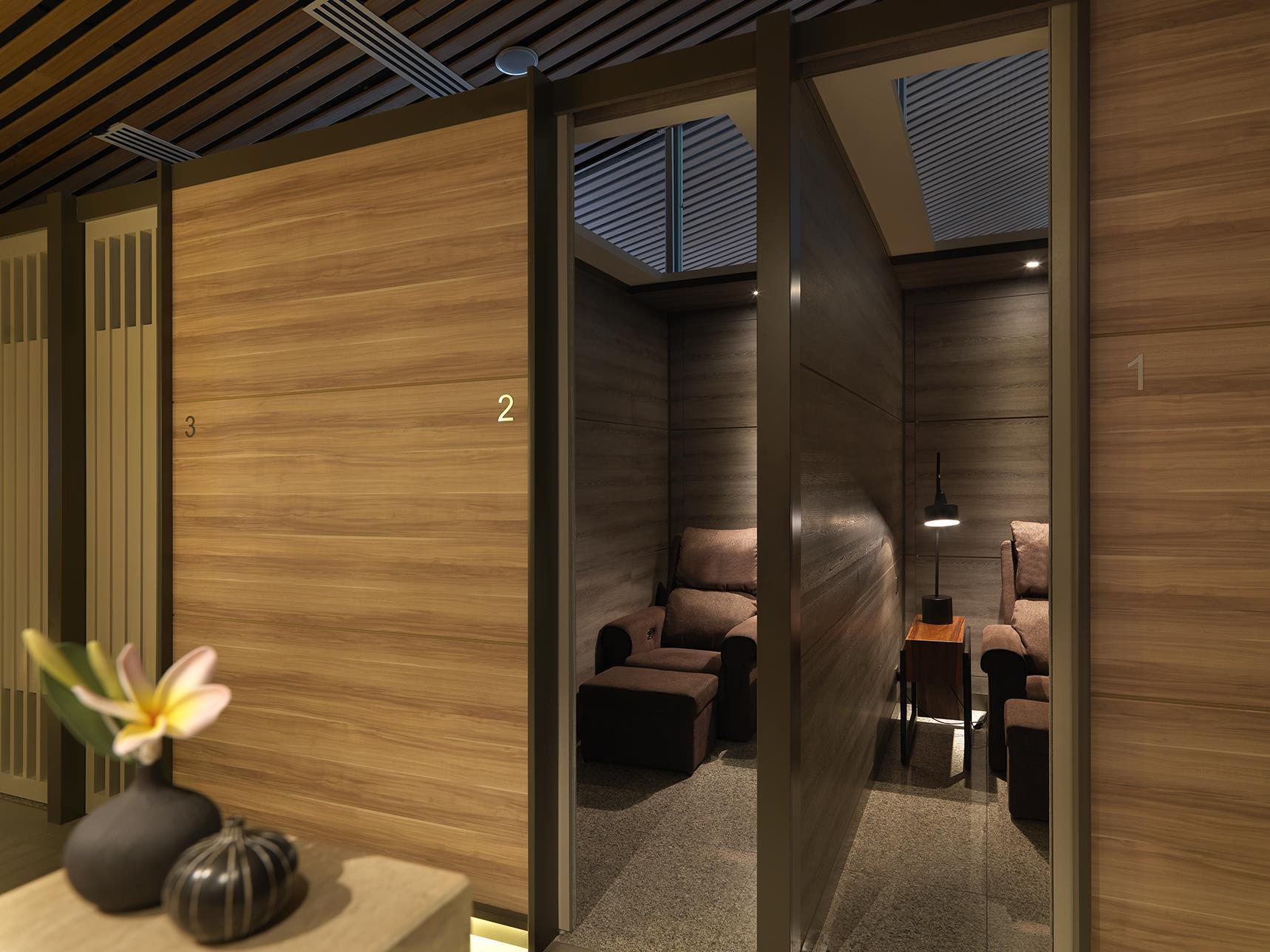 Plaza Premium Lounge  Wellness Spa   KLIA    Private Suite