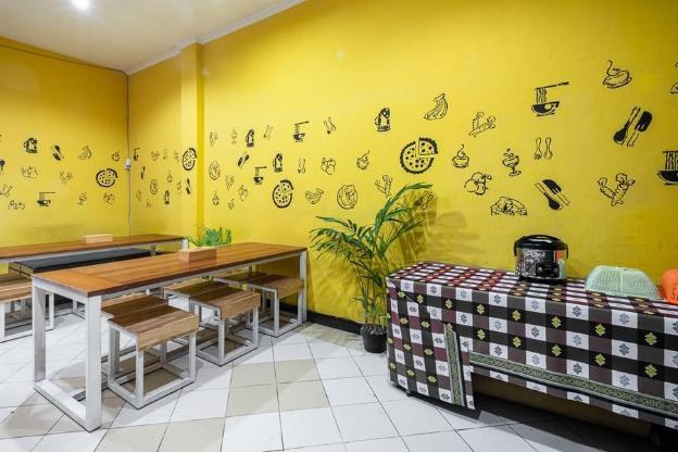 RedDoorz Hostel near Trans Studio Mall
