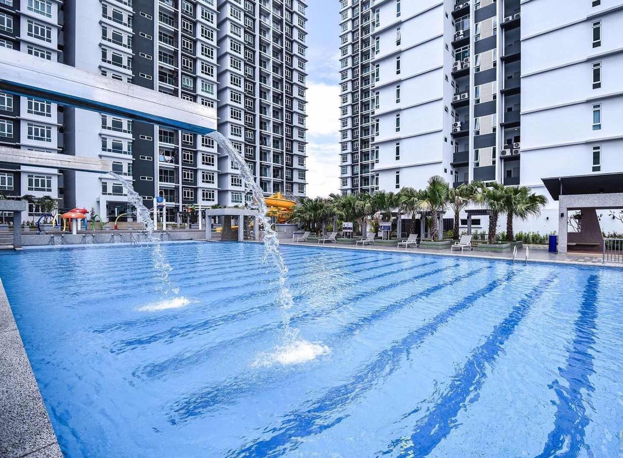 Parkland Residence@Jonker Aeon *Swimming Pool View