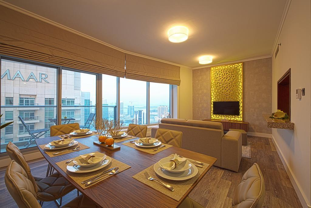High Rise Condo With Skyline View Balcony