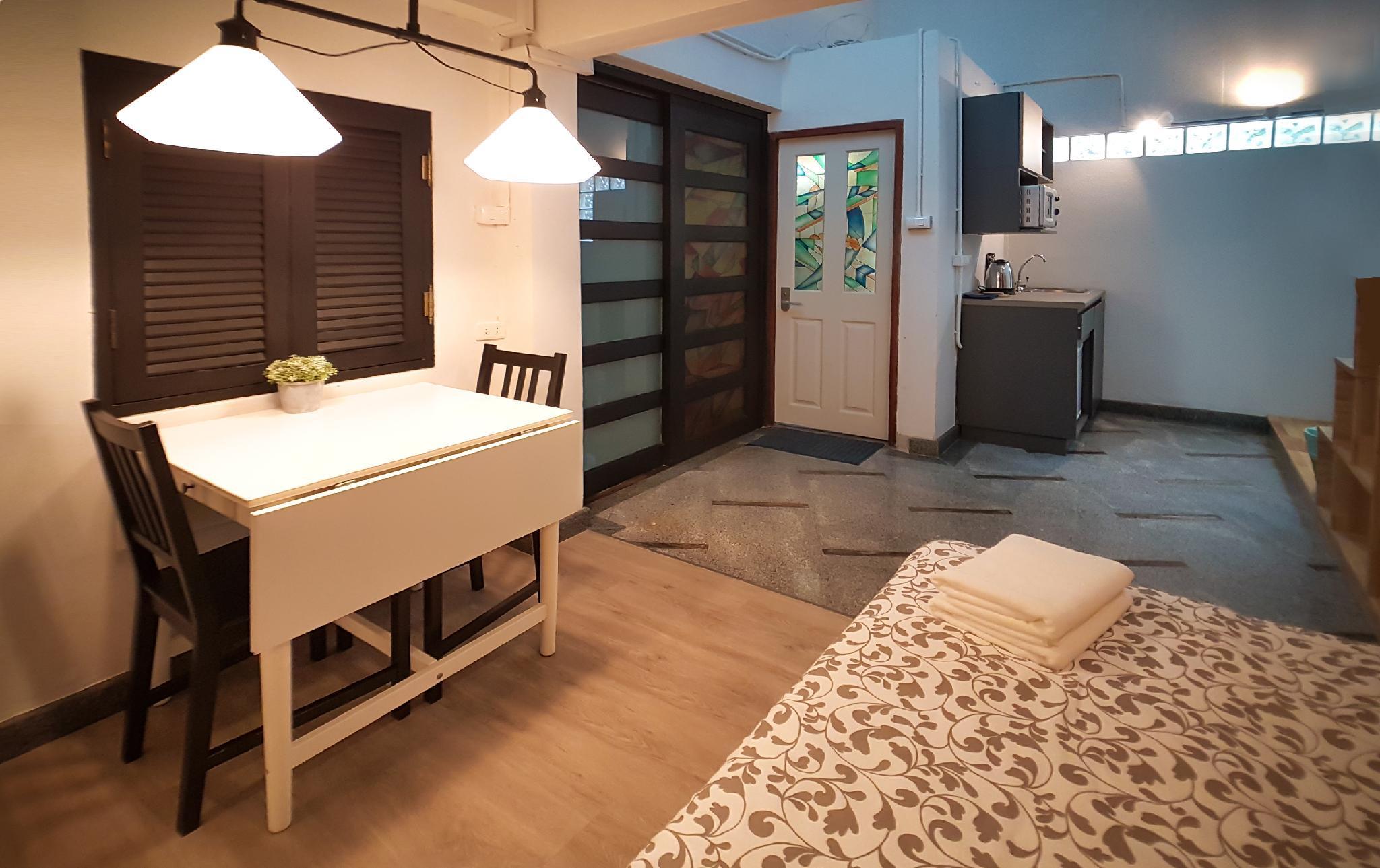 Unique 1 BR Duplex  550m BTS Near Asok+T21 Netflix