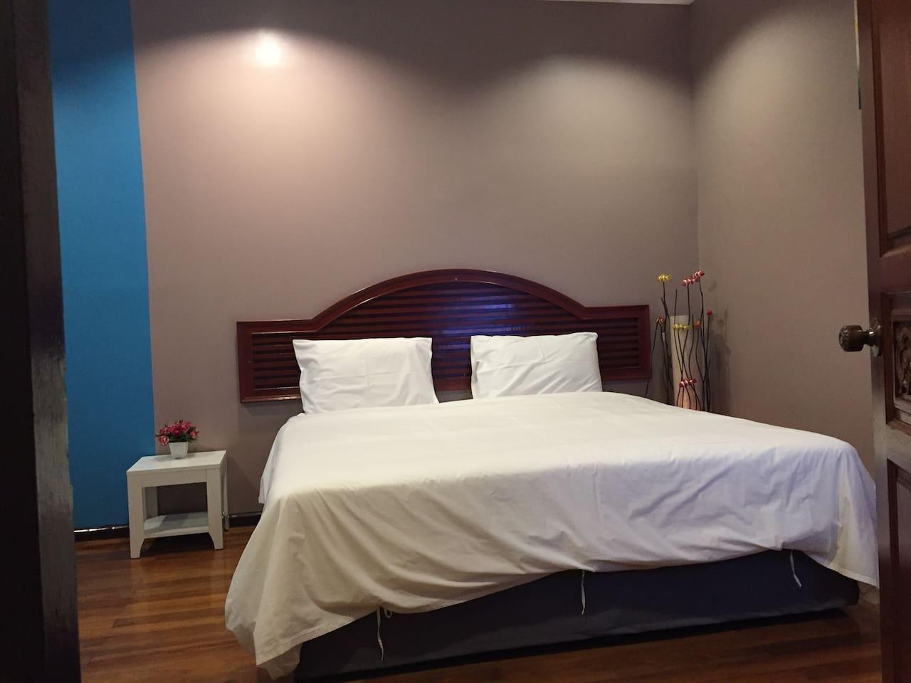 Nawaporn Place Double Bed King Size