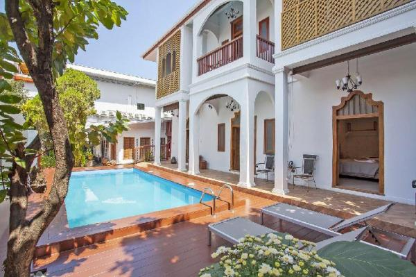 The Serene Escape 5BR Sleeps 10 w/Pool in City Chiang Mai