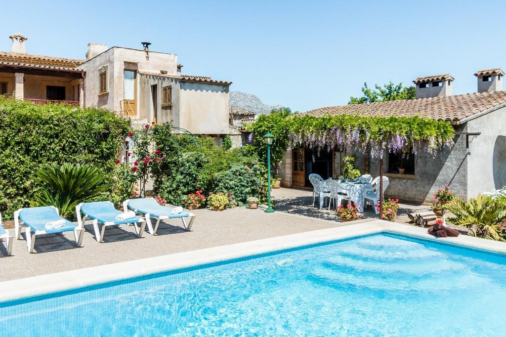 PANADA- Traditional rustic style house with pool