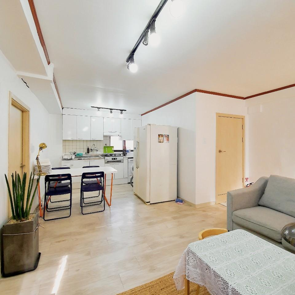 Party Flat At Beautiful Cafe Street In Hapjeong