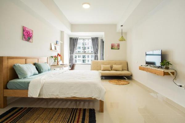 Luxury Apt 5mins to AIRPORT FREE Rooftop POOL+ GYM Ho Chi Minh City