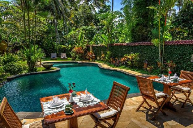 4BR Villa W Pool & 10 min to Reach Ubud Center