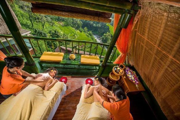 Deluxe Grande Suite-Breakfast Surrounding Jungle