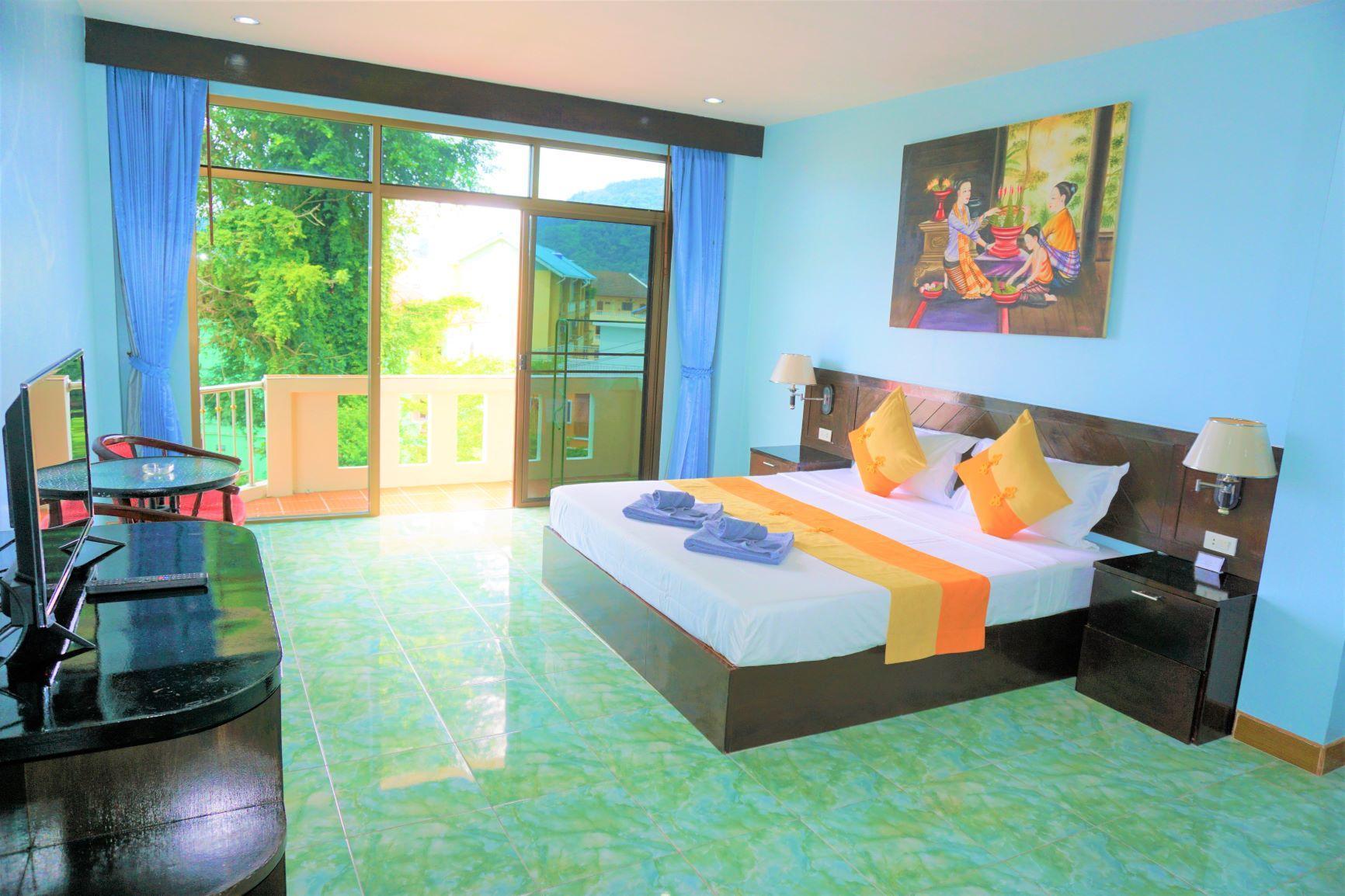 Romantic Villa Family Room with balcony in Patong
