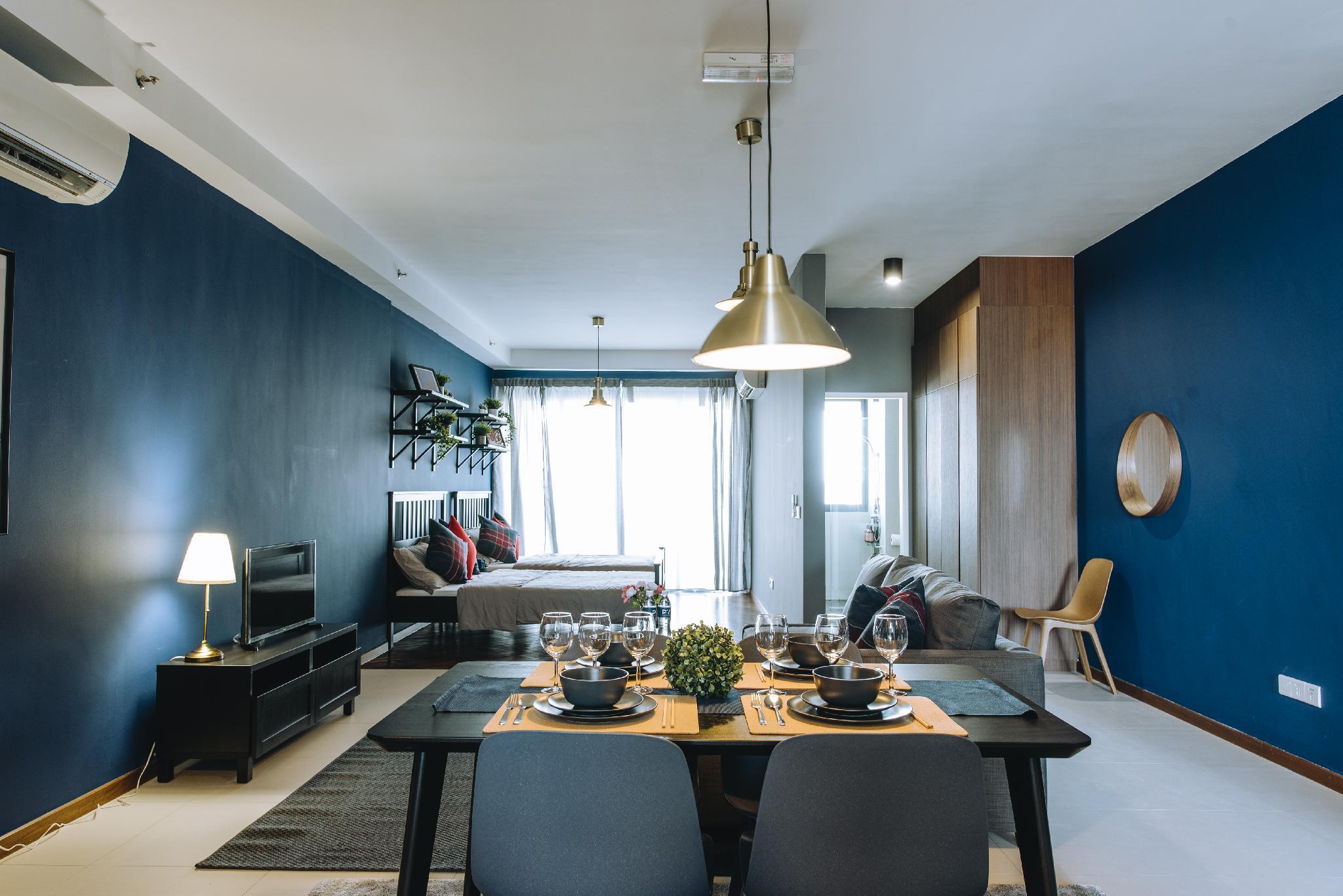 PY  Classic Blue Seaview Studio
