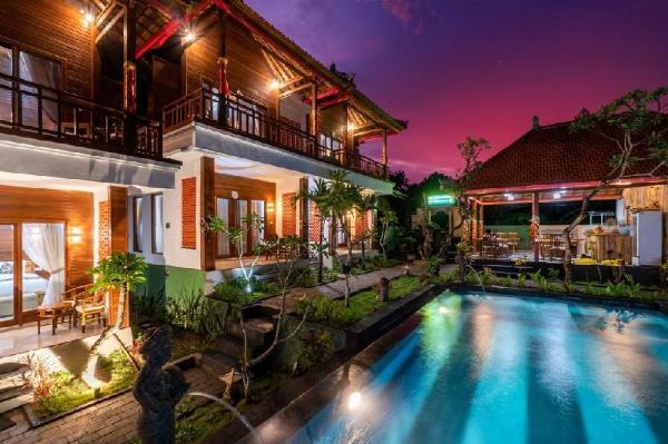 Deluxe Wooden Bungalow at Lembongan Bali