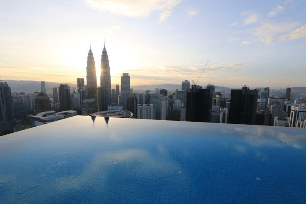 173 Amazing Pool With KLCC View