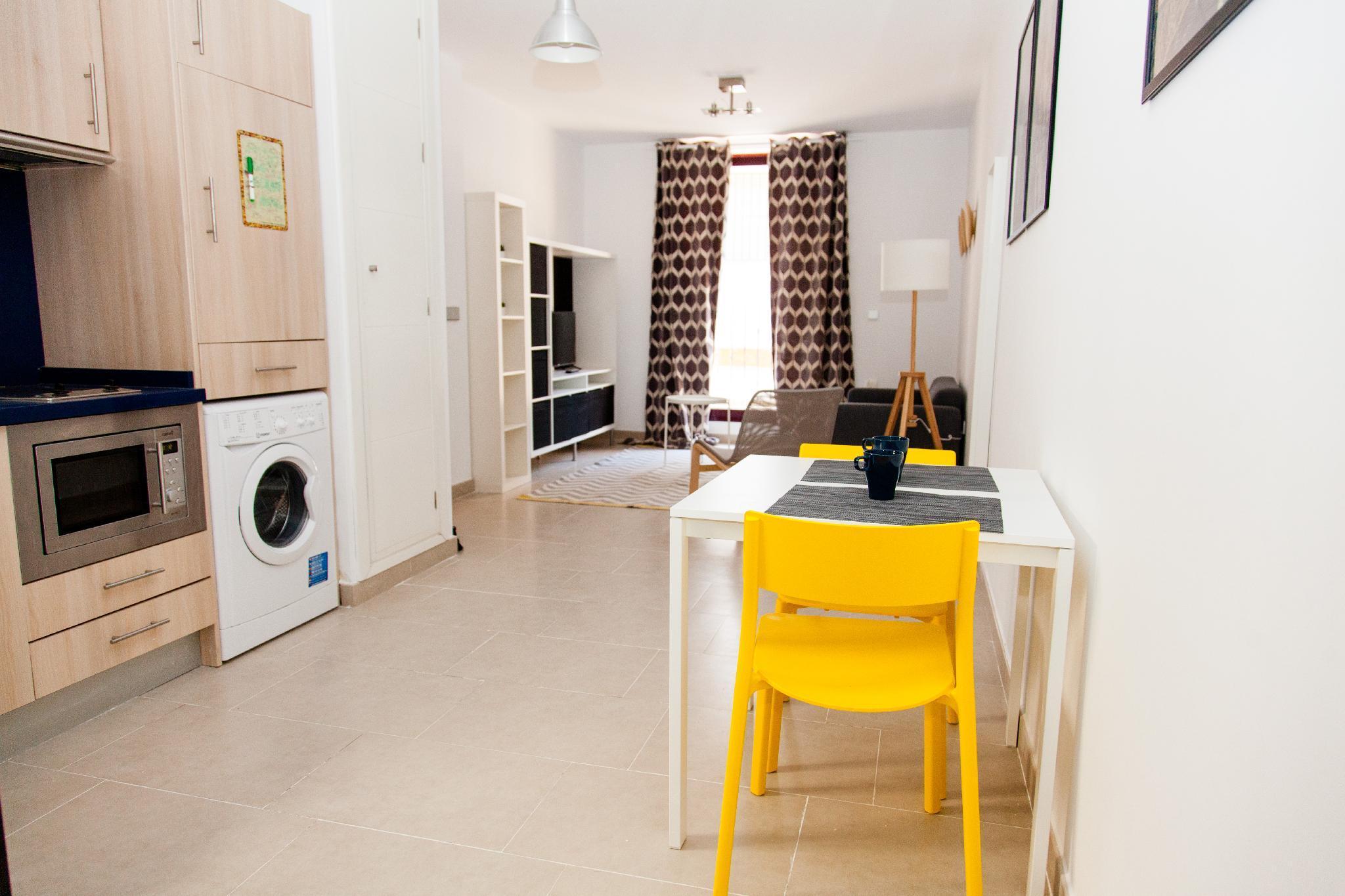 GotoSeville Sunny Modern Central Apartment 2B