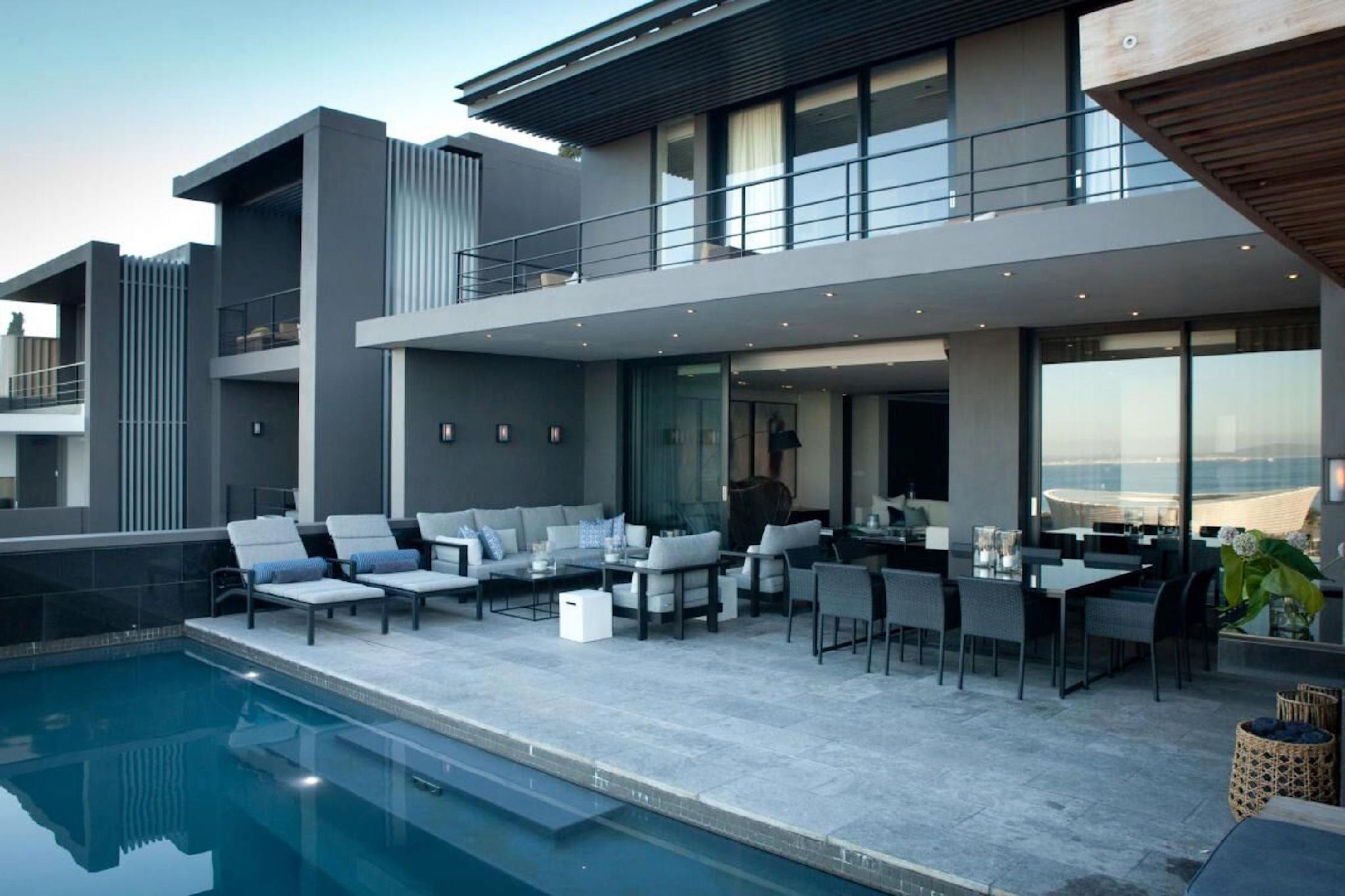 Luxurious 5 Bedrooms North Villa With Great Views