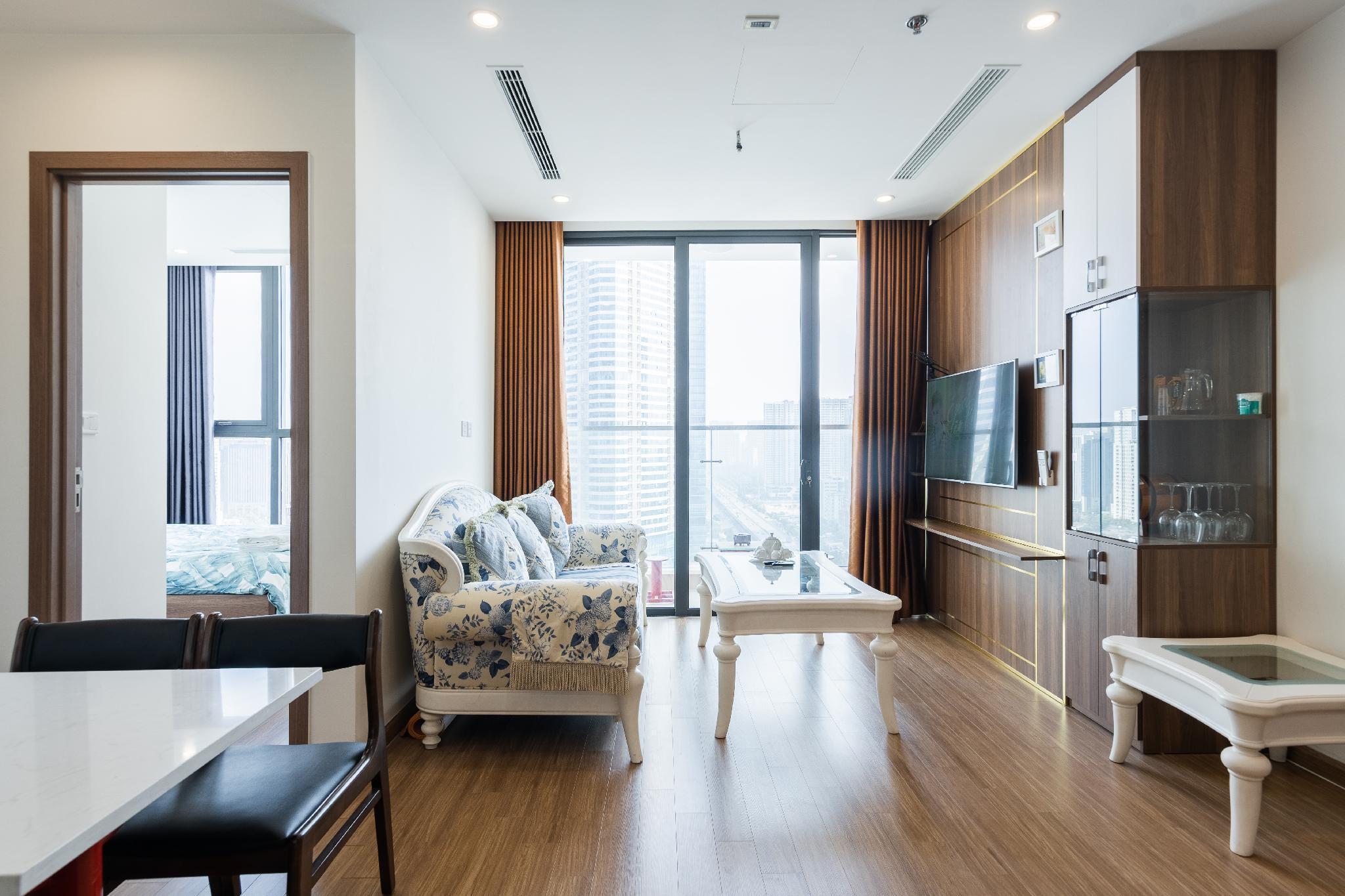LuxHome016 Luxury Aprt 2BR Vinhomes Skylake Tower
