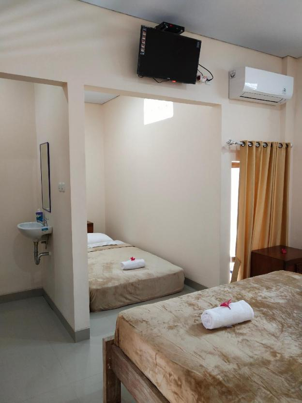 Lidah Lokal Singaraja Triple Bedroom with Balcony