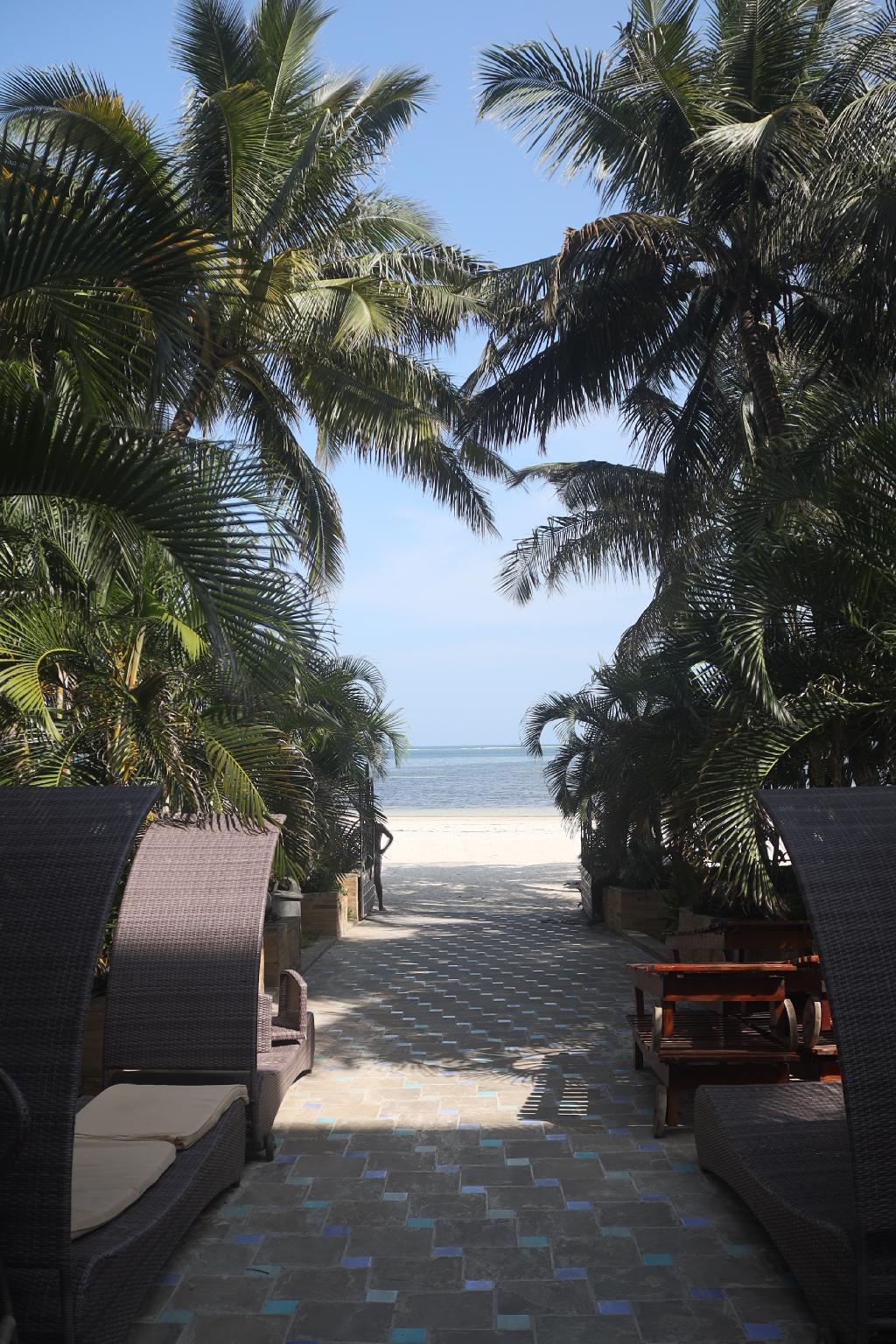 Stylish Beachfront studio with extra bed - B11