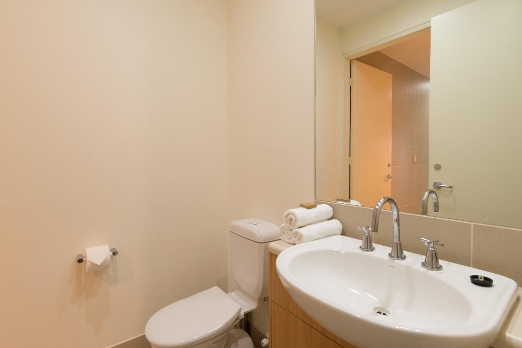 3 Bedroom Exec Home WIFI+Netflix+Parking+Courtyard