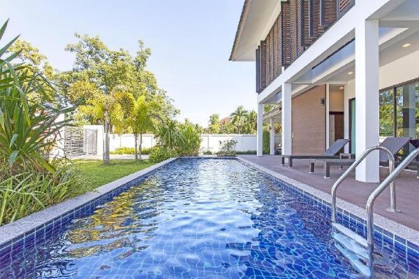 Cloud Nine Modern Villa 4BR Sleeps 8 w/Pool&Garden Chiang Mai