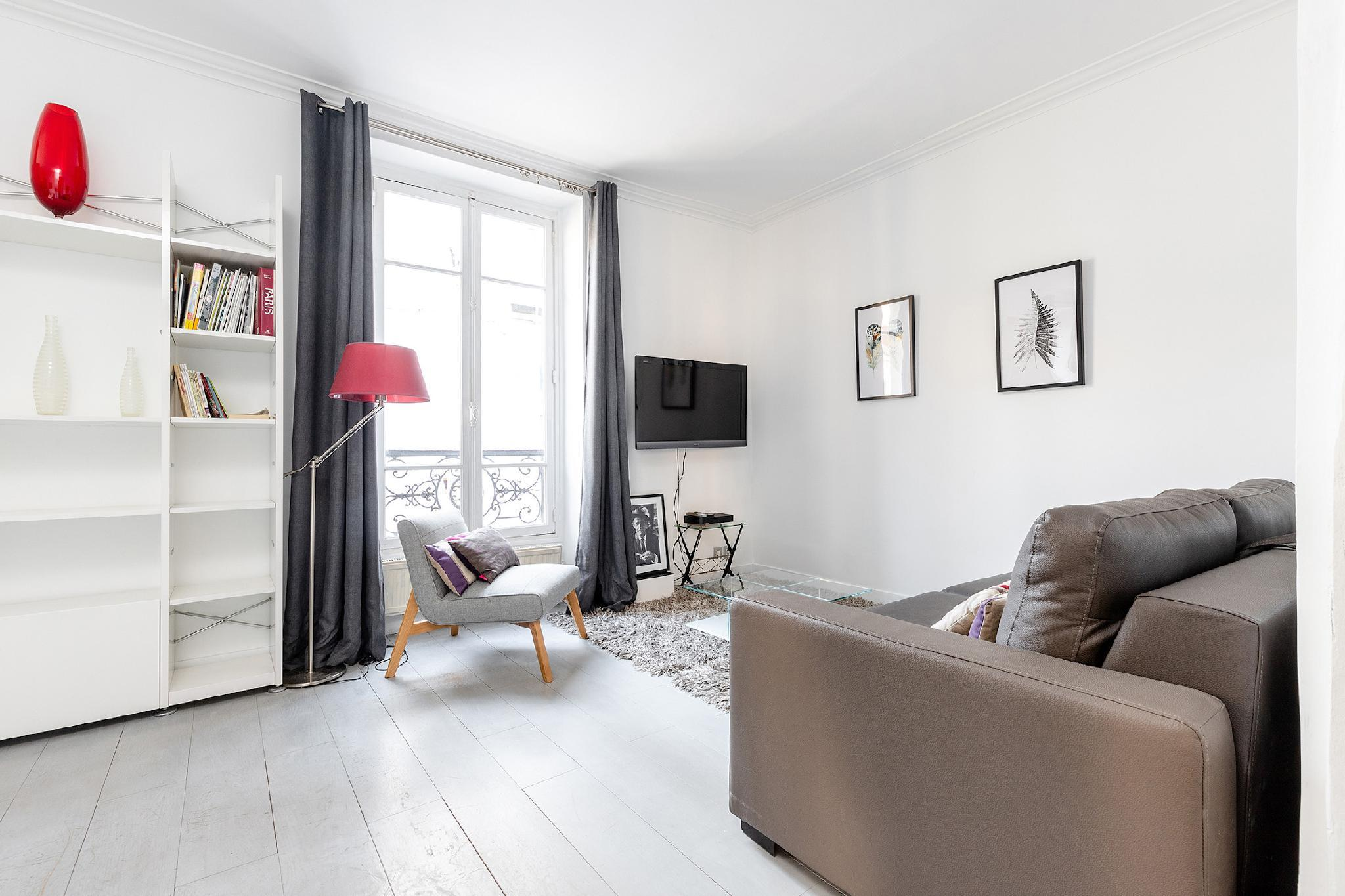 LOVELY 1BR   THE HEART OF PARIS EIFFEL TOWER VIEW
