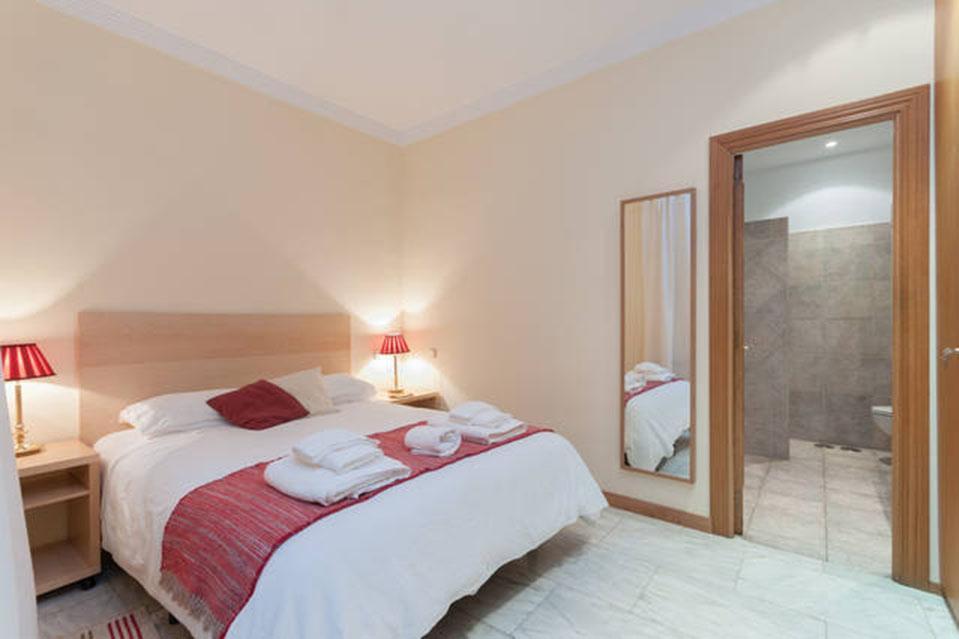 Spacious And Elegant Apartment In Reina Sofia