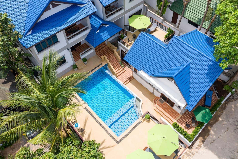 2 Bedroom Apartment with shared Pool in Center 2 อพาร์ตเมนต์ 2 ห้องนอน 1 ห้องน้ำส่วนตัว ขนาด 60 ตร.ม. – หาดเฉวง